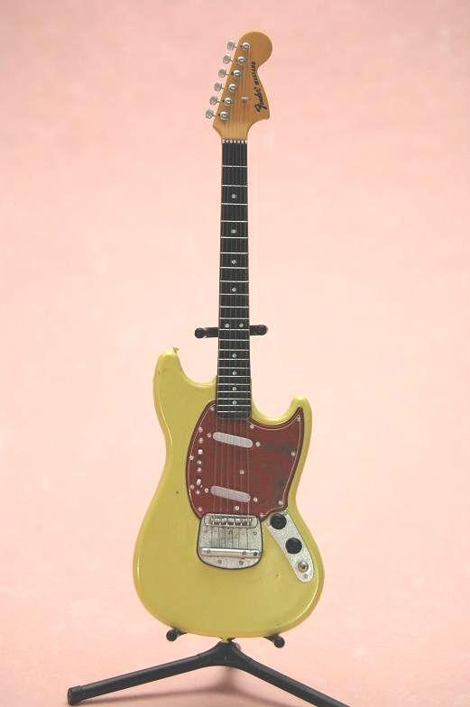 FENDER GUITER COLLECTION 2 MUSTANG