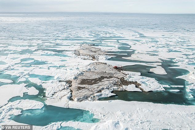 The-worlds-northernmost-island-is-discovered-by-ACCIDENT-by-Arctic.jpg