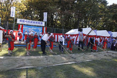 Folk Performing Arts Festival 民俗芸能祭で麦打ち