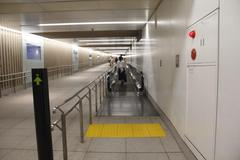 Moving walkway 動く歩道
