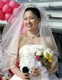 Tomomi Okazaki held a wedding on the ice.
