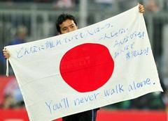 """♪""""You'll Never Walk Alone"""""""
