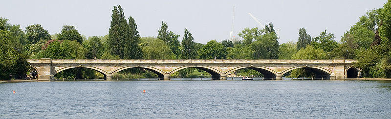 London Walker (Bridge & Hyde Park)
