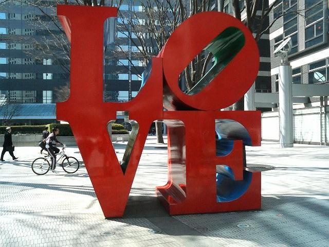 """LOVE "" のオブジェと""All You Need Is Love """