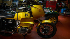 R100RS バッテリー交換