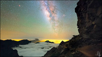 Milky Way timelapse compilation & relaxation.jpg