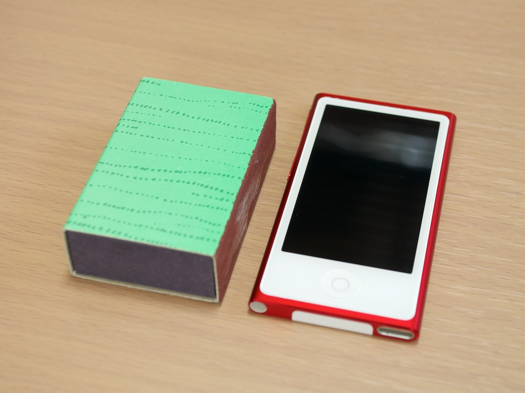 「iPod nano 第7世代 (PRODUCT) RED」レビュー、その3。小さすぎて薄すぎて。