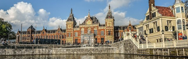 70599_fullimage_amsterdam%20centraal%20station%20view%20from%20canal_1360x430.jpg
