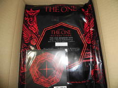 THE ONE Tシャツ来た
