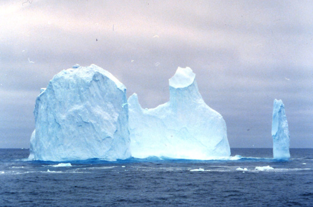 Gate-shape iceberg (1974).JPG