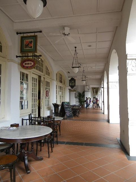 エムパイア・カフェ Empire Cafe at Raffles Hotel