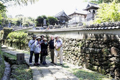 Temple and Church 「雅爺と平戸オルレ」 寺院と教会の見える風景