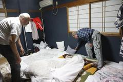 bed making 上沼旅館の夜