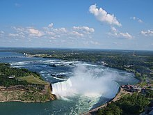 220px-Canadian_Horseshoe_Falls_with_city_of_Niagara_Falls,_Ontario_in_background.jpg
