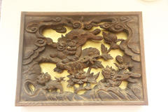 Lion carvings 獅子の彫り物