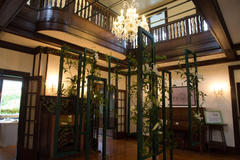 Living with Flowers 花と器のハーモニー 山手111番館