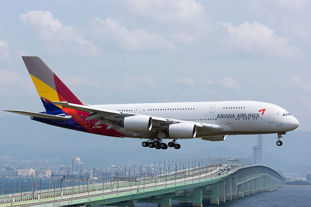 1W A380-Asiana_Airline_HL7634_(17765412761).jpg