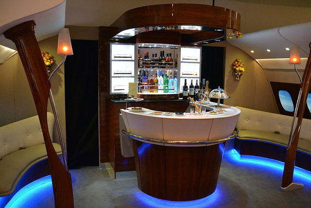 1W A380-Emirates_onboard_lounge_ITB2014_(2).jpg