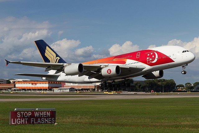 1W A380-Singapore_Airlines_in_SG50_livery_(2).jpg