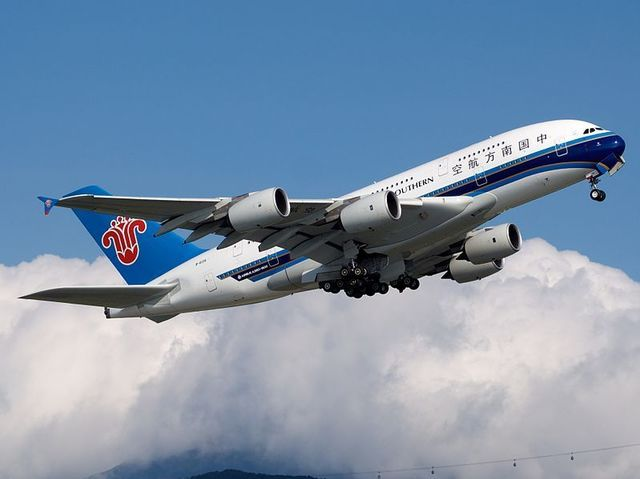 1W_A380_China_Southern_Airlines_(7470795654).jpg