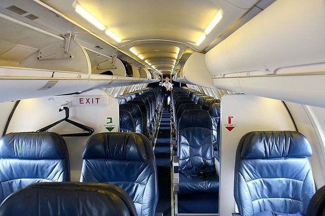 1A1 UNITED_CRJ-700,_United_Express_(SkyWest_Airlines)_AN1385675.jpg