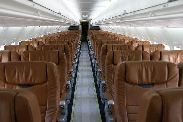 1A2-MIDWEST B717-2BL,_Midwest_Airlines_AN0501469.jpg