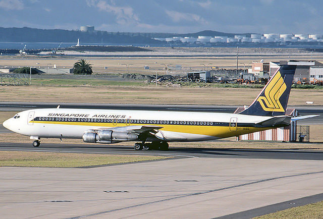 1A3-Singapore_Airlines_Boeing_B707-327C_at_Sydney_Airport.jpg