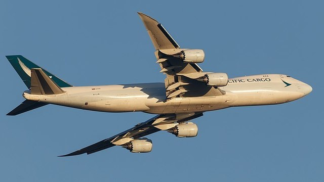 1A12_Cathay_Pacific_Cargo_B747-8F_FRA_(47107593062).jpg