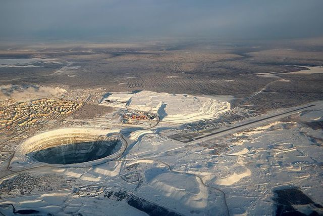 1-1A27 Aerial_view_of_Mirny_city,_Mir_mine_and_Mirny_Airport.jpg