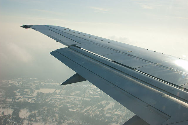 1-1-11A-B737_flaps_partially_extended_during_approach.jpg