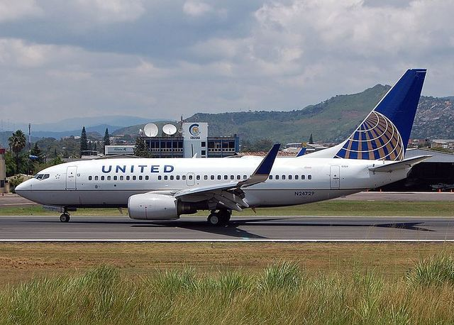 1-1-18A B737-724,_United_Airlines.jpg