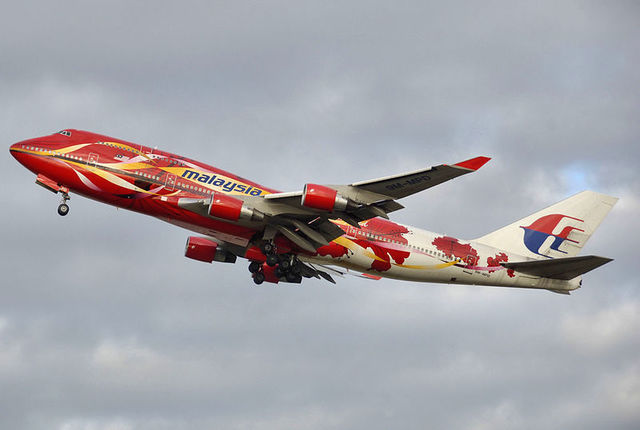 1-1-26A-Malaysia_airlines_B747-400_specialcolours.jpg