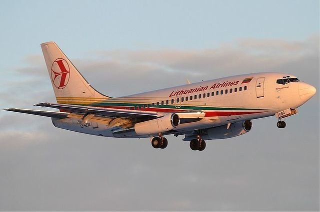 1-1-28A-Lithuanian_Airlines_B737-200.jpg